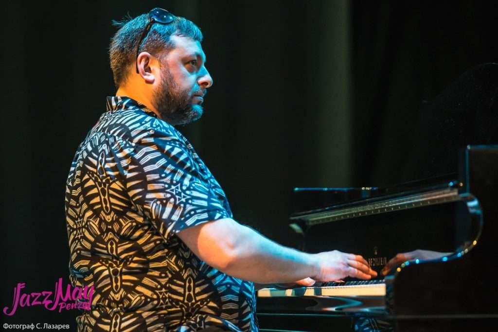 пианист, лидер проекта «Miraif» Армен Мерабов