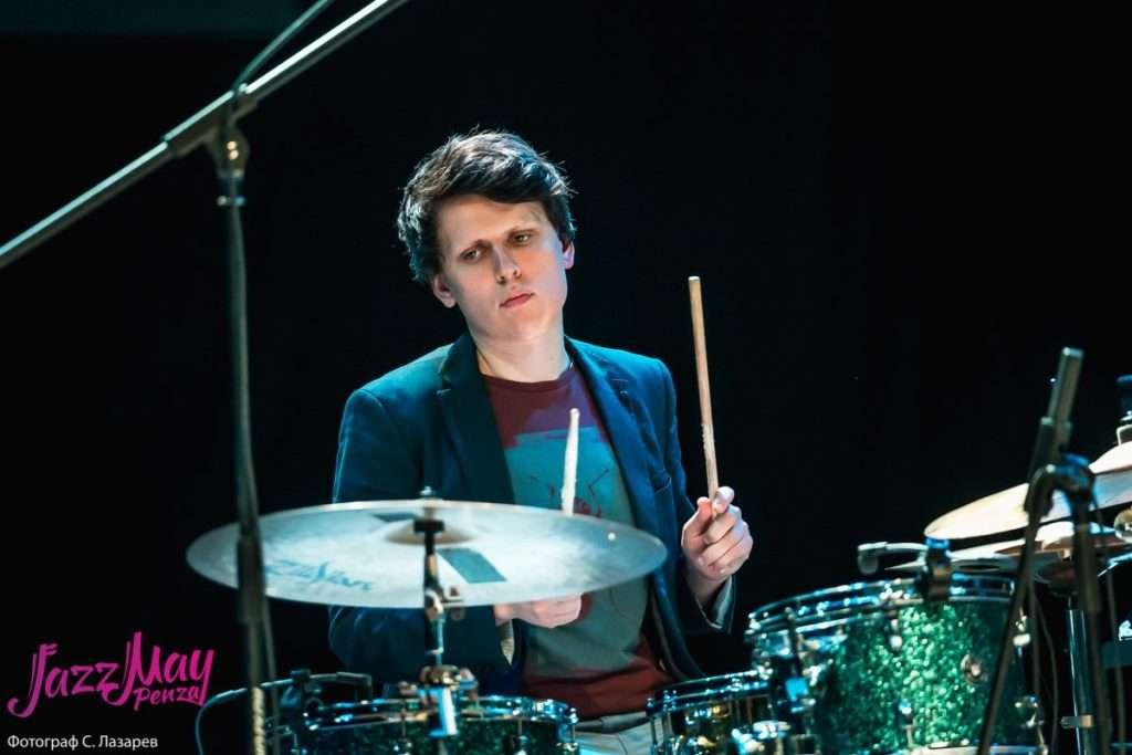 Игнат Кравцов (барабаны)