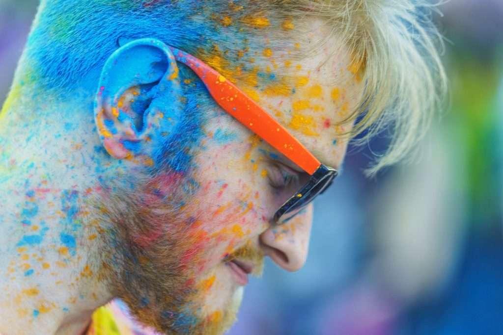 фестиваль красок ведущий