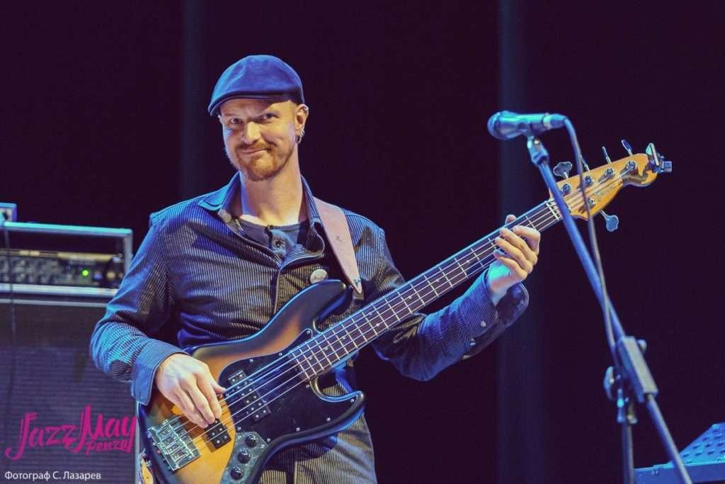 Dock in absolute David Kintziger - бас-гитара