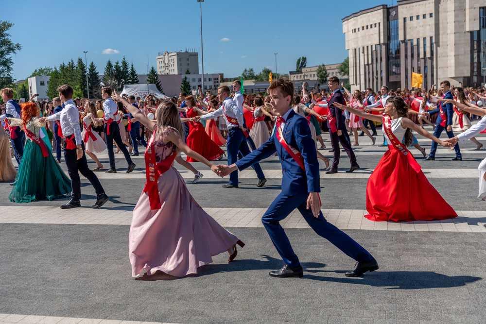 выпускники медалисты Пенза филармония юбилейная площадь