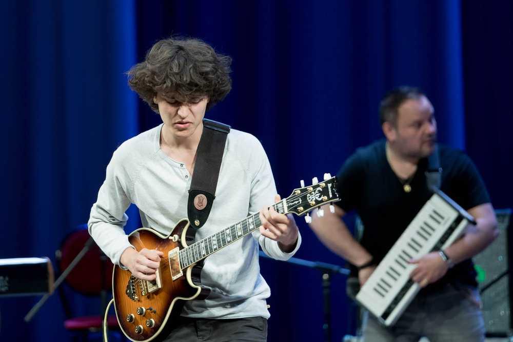 Французский гитарист-виртуоз Том Ибарра